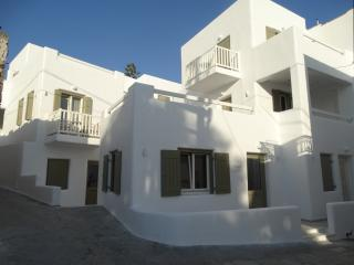 ANASSA NAXOS DELUXE ROOMS AND SUITES, Naxos Town