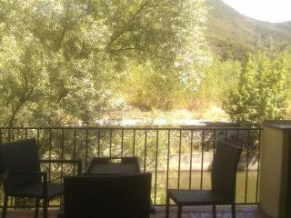 RIVERSIDE TOWNHOUSE - FABULOUS VACATION  LOCATION!  QUILLAN