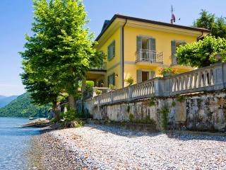 Villa Chicca, Sleeps 8, Lezzeno