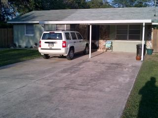 Renovated Home with fenced yard, cable & Internet, New Port Richey