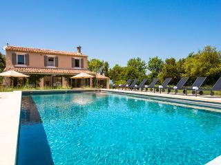 Villa Cachee, Sleeps 8, Luberon