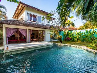 Villa Eshina I By Bali Villas Rus -EAT STREET VILLA IN CENTRAL SEMINYAK