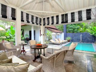 Charming 4 Bedroom Seminyak Villa Close to Restaurant