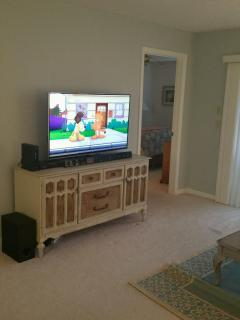 Flat screen TV with sound bar, Netflix and cable included