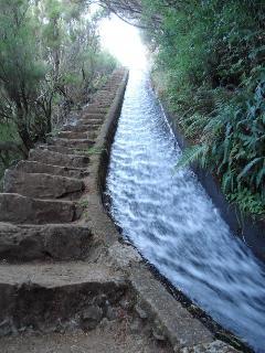 Levada do Alecrim - Rabaçal. A casa Serramar está situada a 15 minutos do acesso ao Rabaçal.