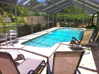 2 Bdrm Apt 1 mi from Siesta Key w/ shared pool, Sarasota