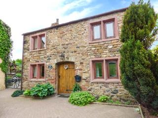 ELM COTTAGE on a working farm, woodburning stove, rural location near Appleby-in
