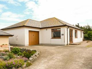 GRIFFIN LODGE, detached, elevated position, all ground floor, parking, garden, in Port William, Ref 926428