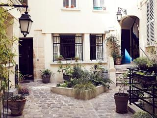 LOUVRE/MONTORGUEIL Easy, Historic & Delicious BnB