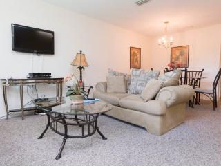 Awesome 4 Bedroom Gated Condo with only minutes to the Disney area, Kissimmee