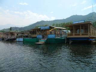 safina group of house boats . wel come to paridise