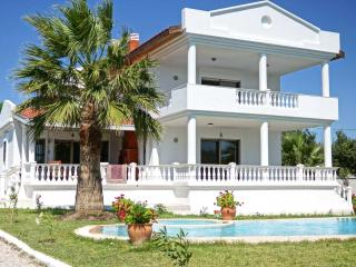 Holiday villa with large pool & garden, Alacati