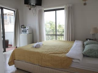 BHouse-superior double room with terrace, Tel Aviv