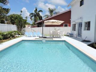 Large 4/2.5 for 12 Guests, Heated Pool, Near Beaches and Town, Very Private
