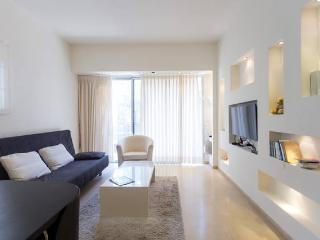 Deluxe Perfect Location by the beach, 2 BR, Jaffa