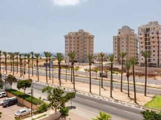 Perfect for Family with Sea view, Parking and elevator, Netanya