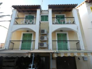 Central near beach apartment for 4 p, Agios Gordios