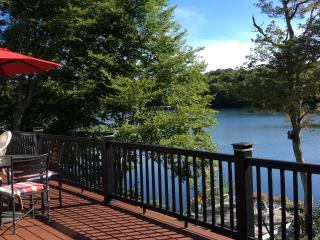 Lake Front- Completely Renovated, Kayaks incl, Forestdale