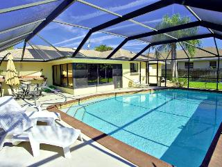 Villa Sunshine - 3 Bedroom Heated Pool Home