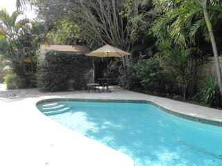 Royal Palm Cottage Private Close to Beaches