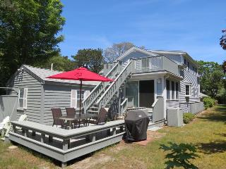 Large family home, 3 minute walk to association beach, central AC, large private yard, wifi