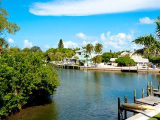 Little Slice of Paradise: 2BR Canal-Front Condo