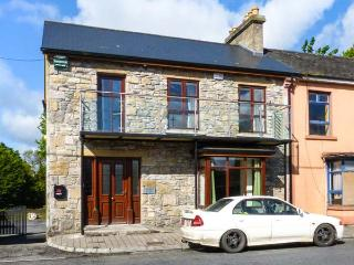 ABBEY VIEW 1, ground floor apartment, pet-friendly, off road parking, shop and