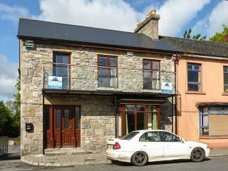 ABBEY VIEW 2, pet-friendly, first floor apartment, Abbey views, town location, Boyle, Ref. 922827