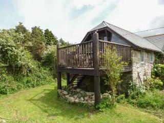 THE GARDEN STUDIO, woodburner, pet-friendly, patio, WiFi, Mabe, Ref 923915