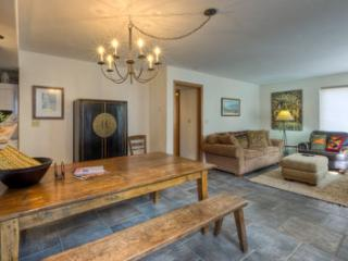 Boomerang Lodge #3 (2 bedrooms, 2 bathrooms), Telluride