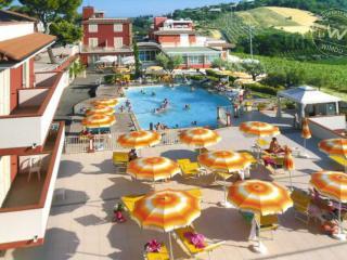 Casa vacane con piscina vista collina mare, Tortoreto