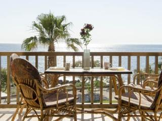 Great Apartment balcony,overlooking the sea,wifi,  long term rental.