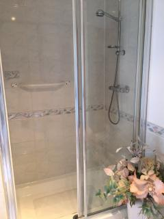 Ensuite double shower