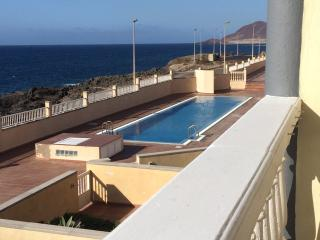 Frontline Townhouse with Pool in Gated Community, El Médano