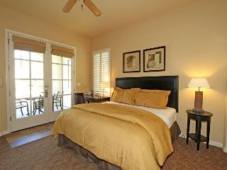 Downstairs Studio Opening to a Private Fountain Close to the Fitness Center!, La Quinta
