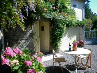 Le Grenier. Set in peaceful rural countryside., Mortain