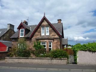 Muirpark family 3 bedroom self catering holiday house close to Edinburgh