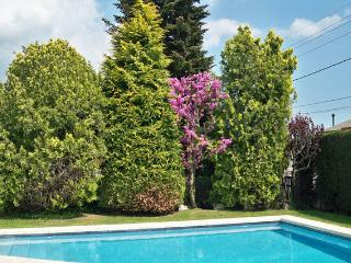 Lovely house with pool on the foot of Montseny