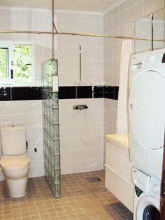 Bathroom 2 with showers and laundry facilities.