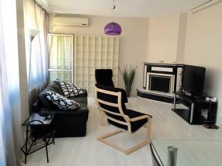 SPACIOUS COLOURFUL FLAT IN TAKSIM, Istambul
