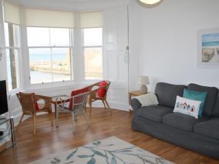The Gulls, 4 bedroom seaside holiday home overlooking the beach