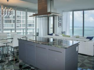MILLION DOLLAR VIEWS, W HOTEL RESIDENCES, FREE WI-FI, SPA. ICON BRICKELL, MIAMI
