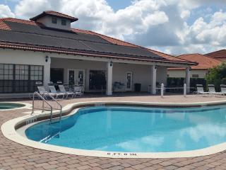 Magic on Magnolia 4BR/3BA Villa /Gated Comm / Pool & S