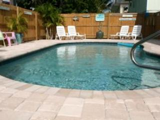 Book Now for Season Before it is Gone! Key West Style Condo, 4 min walk to Beach