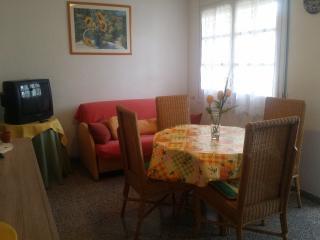 Bonito apartamento 60m playa, Roses