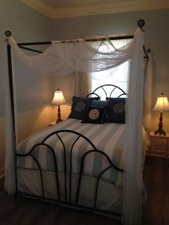 Vicky by the Sea romantic Master Bedroom (canopied queen bed)