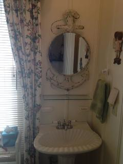 Vicky by the Sea Main Bath (Pedestal Sink)