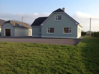 5bed/Sleeps 10 -Cahirciveen Self Catering Beach House-(Free WiFi), Cahersiveen