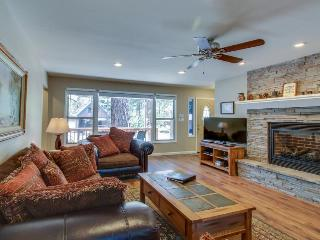 Relaxing vacation home w/ patio and forest views, close to ski slopes!, South Lake Tahoe