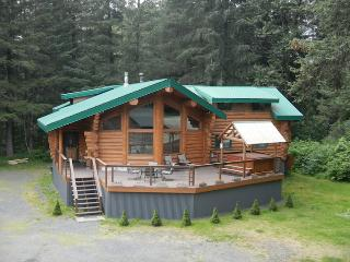 Bear Paw Lodge : Beautiful Custom-Built Log Home !